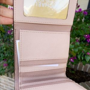 Michael Kors Bags - 👛💕Michael Kors Trifold Coin Case Rose Hold Pink
